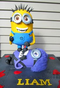 minion birthday cake 1